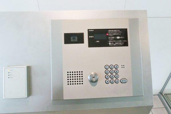 マンション入り口のインターホンの画像です。